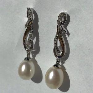 Macy's Beautiful pearl earrings